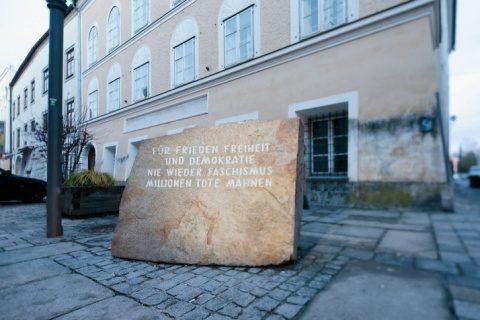 Statul austriac pune mâna pe casa lui Hitler pentru a o dărâma?
