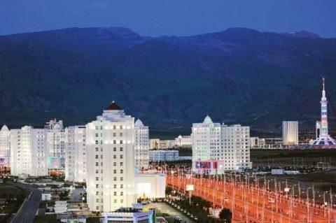 Locuitorii din Turkmenistan primesc 150 de litri gratis de carburant pe lună şi apartamente la jumătate de preţ