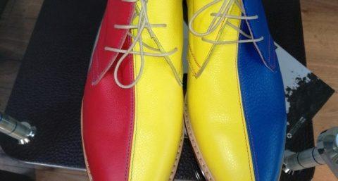 Pantofii tricolor creați la Cluj-Napoca