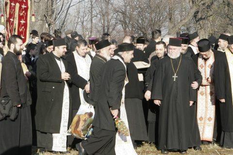 Reguli impuse de Guvern: Preoţii vor merge la credincioşi acasă ori înainte de Naşterea Domnului, ori de Bobotează. Nu vor intra în case decât la cererea insistentă