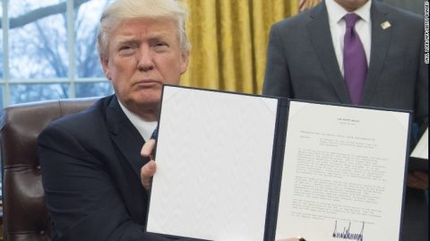 """Donald Trump demite procurorul general al Statelor Unite: nu l-a susţinut în problema ordinului privind imigranţii. """"(Yates) a trădat Departamentul de Justiţie"""""""