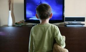 Cum afectează televizorul creierul copilului