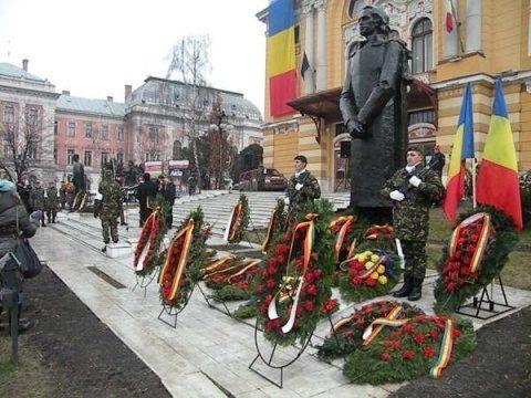 Cluj: Ceremonial la statuia poetului Mihai Eminescu de Ziua Națională a Culturii Române.