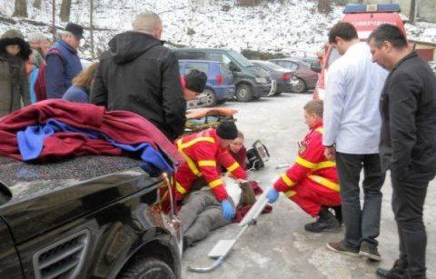 Directorul IML Cluj a căzut pe gheață în curtea instituției și a rămas inconștient