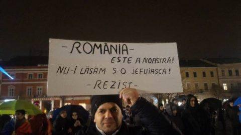 Doar 30 de persoane au protestat în Piața Unirii