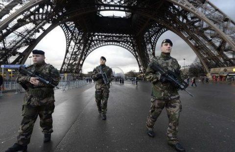 După model suedez, Franţa ia în calcul relaxarea restricţiilor de circulaţie