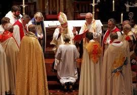 Biserica Anglicană refuză să recunoască uniunea între homosexuali. Activiștii progresiști protestează