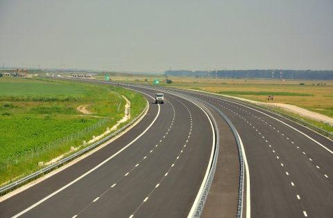 Jumătate din tronsonul autostrăzii Câmpia Turzii – Târgu Mureș va fi gata anul acesta