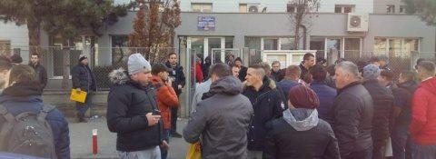 Scandal şi cozi la Serviciul de înmatriculări auto din Cluj-Napoca