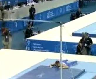 Gimnast român, scos pe targă din Sala Polivalentă din Cluj dupa o accidentare dură