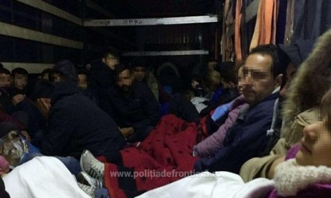 Record de imigranţi prinși la Arad. Peste 111 refugiați la graniță. Se schimbă ruta spre România?