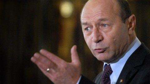 Băsescu: Mor copii că nu sunt vaccinați și nimeni nu e acuzat. Oare s-a dezincriminat abuzul în serviciu?