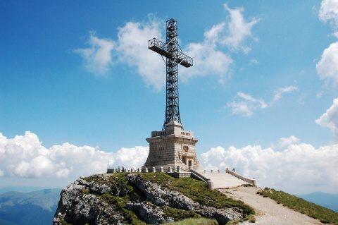 Crucea de pe vârful Caraiman resfinţită luni, 30 noiembrie, de Sfântul Andrei