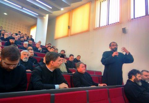 """IPS ANDREI: """"Să avem foarte mare grijă cum pictăm bisericile și cu cine le pictăm"""". Conferințe preoțești la Cluj"""