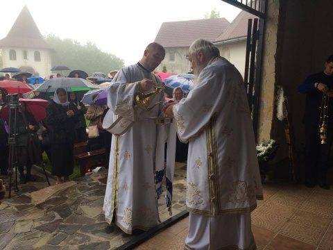 Pomenirea Eroilor la Mănăstirea Muntele Rece. Liturghie oficiată de IPS Andrei