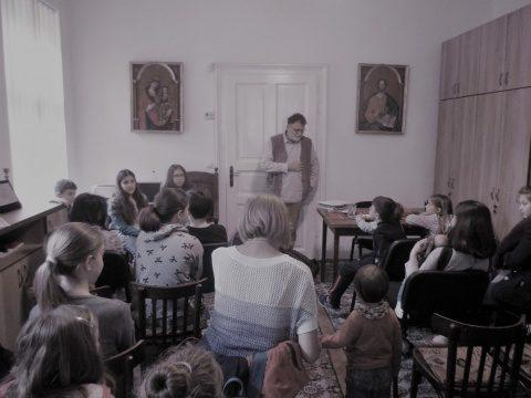 """O zi a poveștilor în Parohia clujeană """"Sfânta Treime"""", alături de scriitorul Florin Bican"""