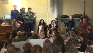 Sala s-a revoltat la dezbaterea despre vaccinare. Ministrul Bodog părăsește sala fără să asculte o intervenție din public!
