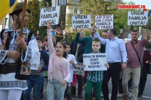 Demonstraţie de solidaritate cu medicul Camelia Smicală la Ambasada Finlandei din Bucureşti şi în mai multe oraşe din ţară. Țările nordice în corzi