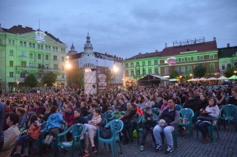 Peste 4000 de clujeni au vizionat spectacolul Insula în deschiderea Zilelor Clujului