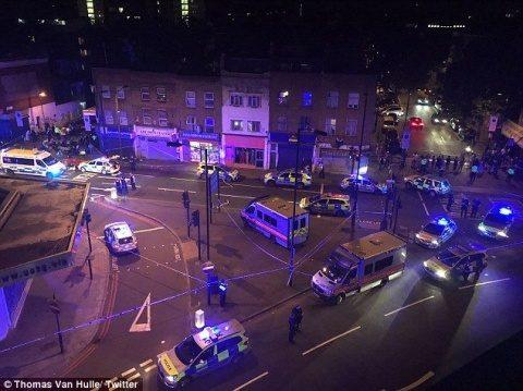 O mașină a intrat în mulțime la Londra: un mort și mai mulți răniți
