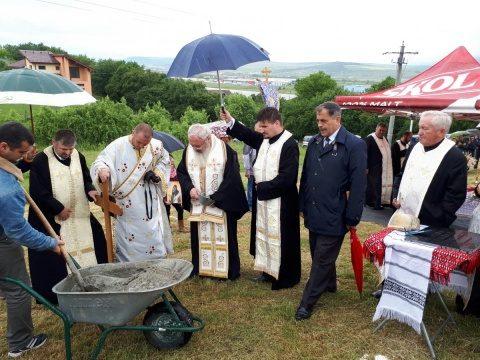 ÎPS Andrei a sfințit piatra de temelie pentru o nouă biserică, în cartierul Cluj-Aerodrom