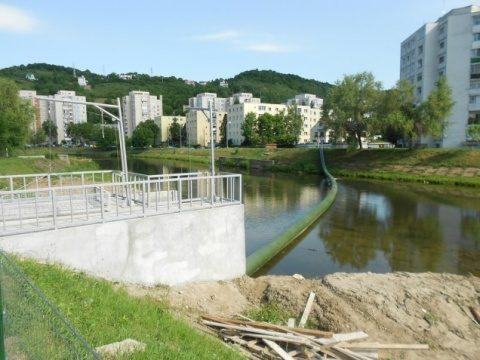 Dig construit pe Someș pentru a opri deșeurile. Un râu mai curat la Cluj-Napoca