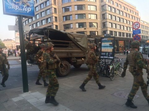 Explozie în Bruxelles. Români blocați într-un restaurant
