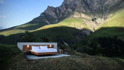 """Hotel de """"zero stele"""", în Elveţia, fără ziduri, cu un singur pat sub """"acoperişul"""" stelelor"""