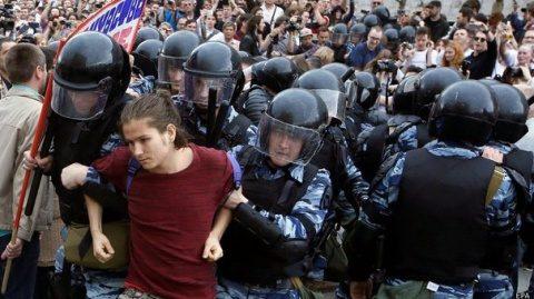 Alexei Navalnîi, organizator al protestelor faţă de preşedintele Vladimir Putin, condamnat la 30 de zile de închisoare