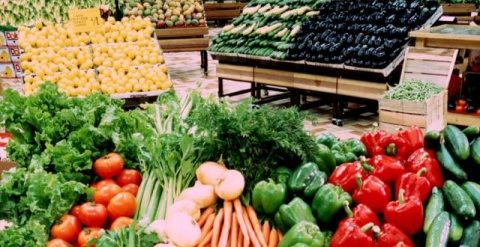 Piața de la Dezmir îi așteaptă pe clujeni cu cele mai ieftine legume și fructe. Sezonul conservelor pentru iarnă poate să înceapă.