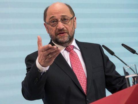 Martin Schulz critică dur politica cancelarului Angela Merkel în privinţa refugiaţilor