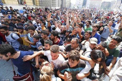 UE va schimba politica imigrației. Țările rebele obligate să primească imigranți