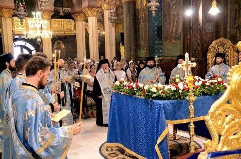 Ortodocșii români au cântat Prohodul Maicii Domnului