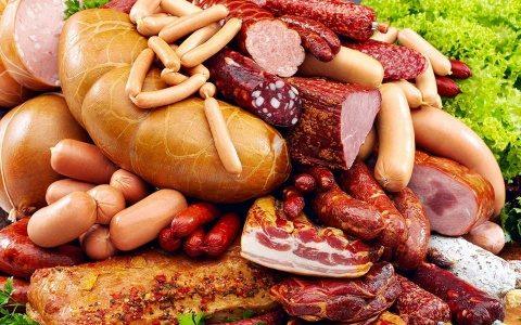 Producător de mezeluri din Cluj, cu afaceri de 15 milioane de euro, şi-a propus să folosească doar carne din România
