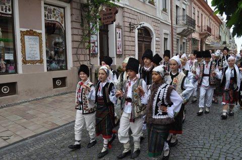 Protopopiatul Ortodox Gherla sprijină și-n acest an copiii nevoiași să urmeze școala