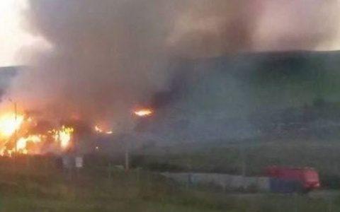 Incendiu nou pe rampa temporară de deşeuri de la Pata Rât a reizbucnit