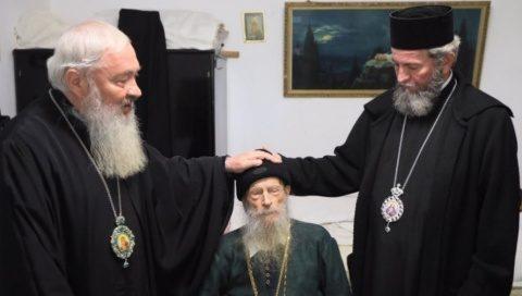 Mitropolitul Clujului l-a vizitat duminică pe Arhim. Mina Dobzeu, cel care l-a botezat ortodox pe N. Steinhardt