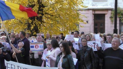 """Demonstrație pentru limba română la Cernăuți: """"Opriți discriminarea lingvistică"""" și """"Nu ne furați limba română"""""""