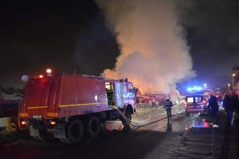 32 de persoane evacuate de pe strada Cantonului în urma unui incediu care a distrus barăcile improvizate în care locuiau