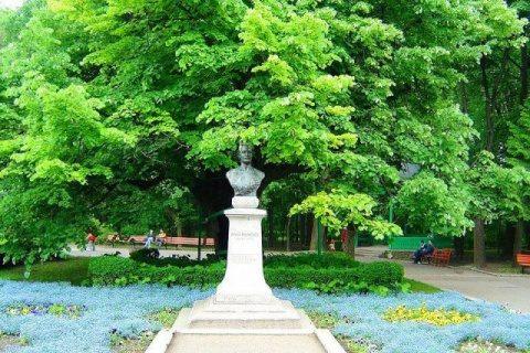 Teiul lui Mihai Eminescu a trecut Carpaţii la Viena