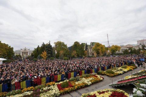 Arhiepiscopia Iașilor regretă că românii pot veni în oraș în orice scop, mai puțin pentru pelerinajul la Sf. Parascheva