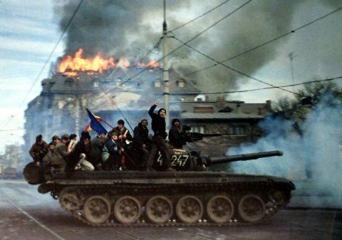 Revoluție în stradă, lovitură de stat în culisele puterii din decembrie 1989! Revolutia-Timisoara-decembrie-19896-480x337