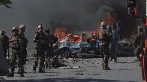 Kabul, capitala Afganistanului, a fost capturată de insurgenții islamiști. Soldații pro-americani fug din țară