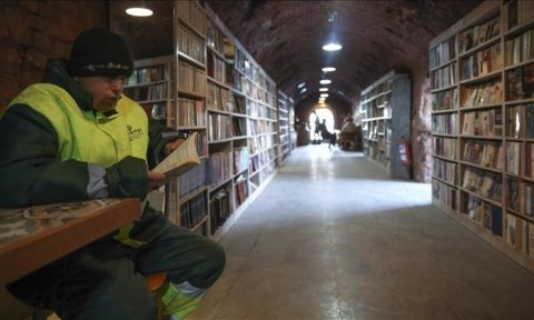 Gunoierii din Ankara au deschis o bibliotecă publică, unde au adunat toate cărțile aruncate de locuitori