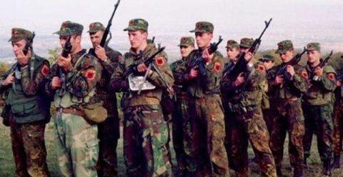 Kosovo va suferi consecinţe dure dacă renunţă la instanţa pentru crimele de război, avertizează SUA