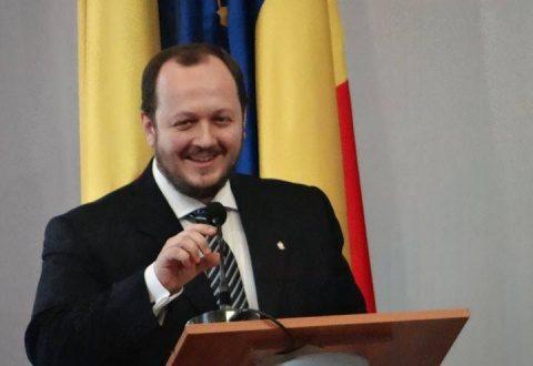 """Clujeanul Adrian Papahagi: """"Lupta între găștile mafiote și securiste a luat prizonieră o țară întreagă"""""""