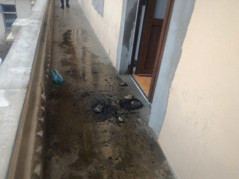 Cocktail Molotov aruncat la ușa sediului PSD Cluj, poliția a fost sesizată