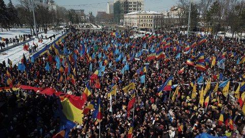 De ce trebuie sancționat separatistul Dodon ca și secesionistul Puigdemont?
