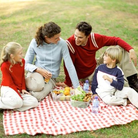 Societate și familie creștină versus societate și familie așa zis modernă