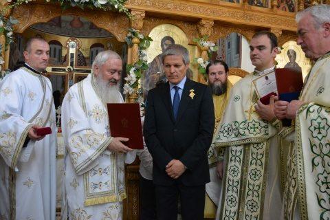 """Biserica """"Sfântul Apostol Toma"""" din Cluj-Napoca"""", resfințită de trei ierarhi. Politicieni și mireni premiați"""